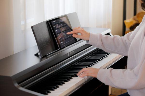 De instellingen van de Kawai KDP120 kunnen veranderd worden via de PianoRemote App