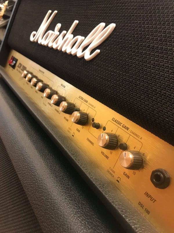 Marshall JCM 2000 Dual Super Lead Amp en cabinet (occ.)